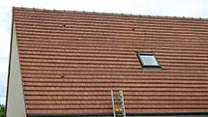 L'entretien de votre toiture est primordial pour sa longévité. FHD s'en occupe !